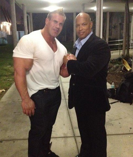 big-bodybuilders-vs-normal-clothes-13
