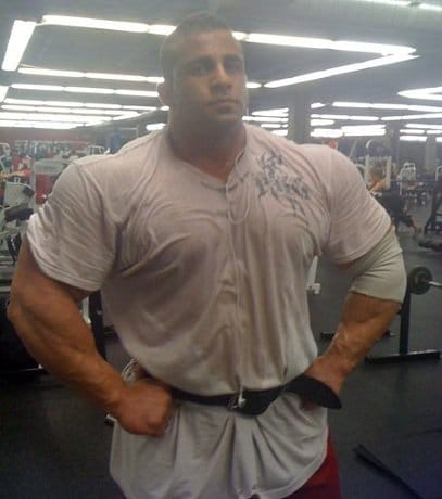 big-bodybuilders-vs-normal-clothes-9