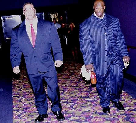 bodybuilders-wearing-normal-clothes-21