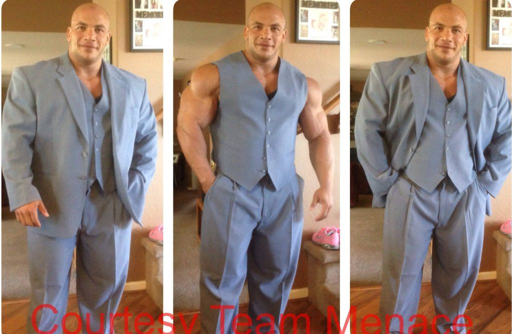 bodybuilders-wearing-normal-clothes-24