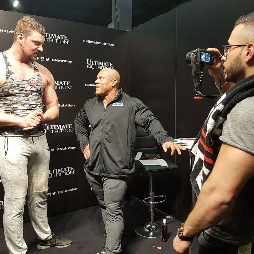 dutch giant towers over phil heath the mountain big ramy