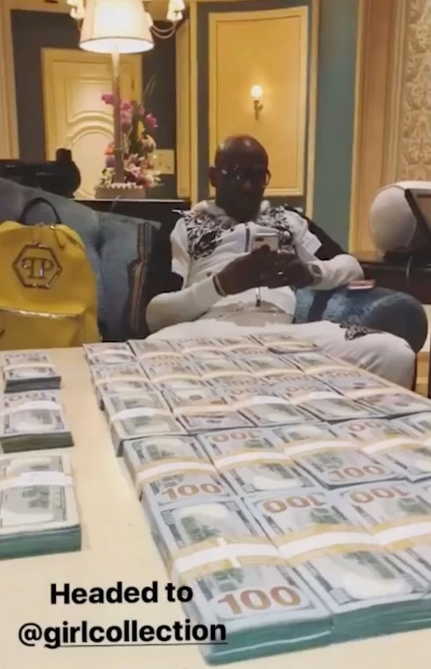 Mayweather with his hefty sum of cash