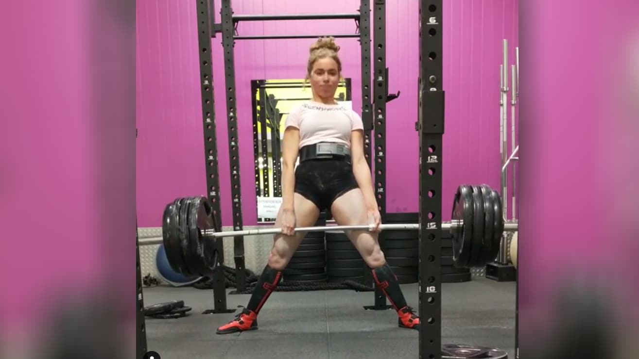 17 Year Old Samantha Eugenie Crushes 210kg 463lb Deadlift
