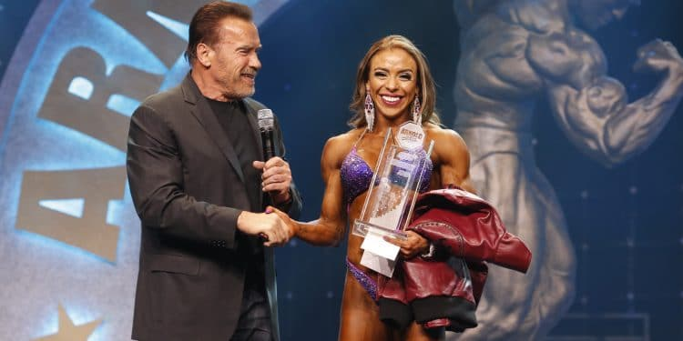 Gov Arnold Schwarzenegger Awards Natalia Soltero The Figure International Title Photo By Dave Emery