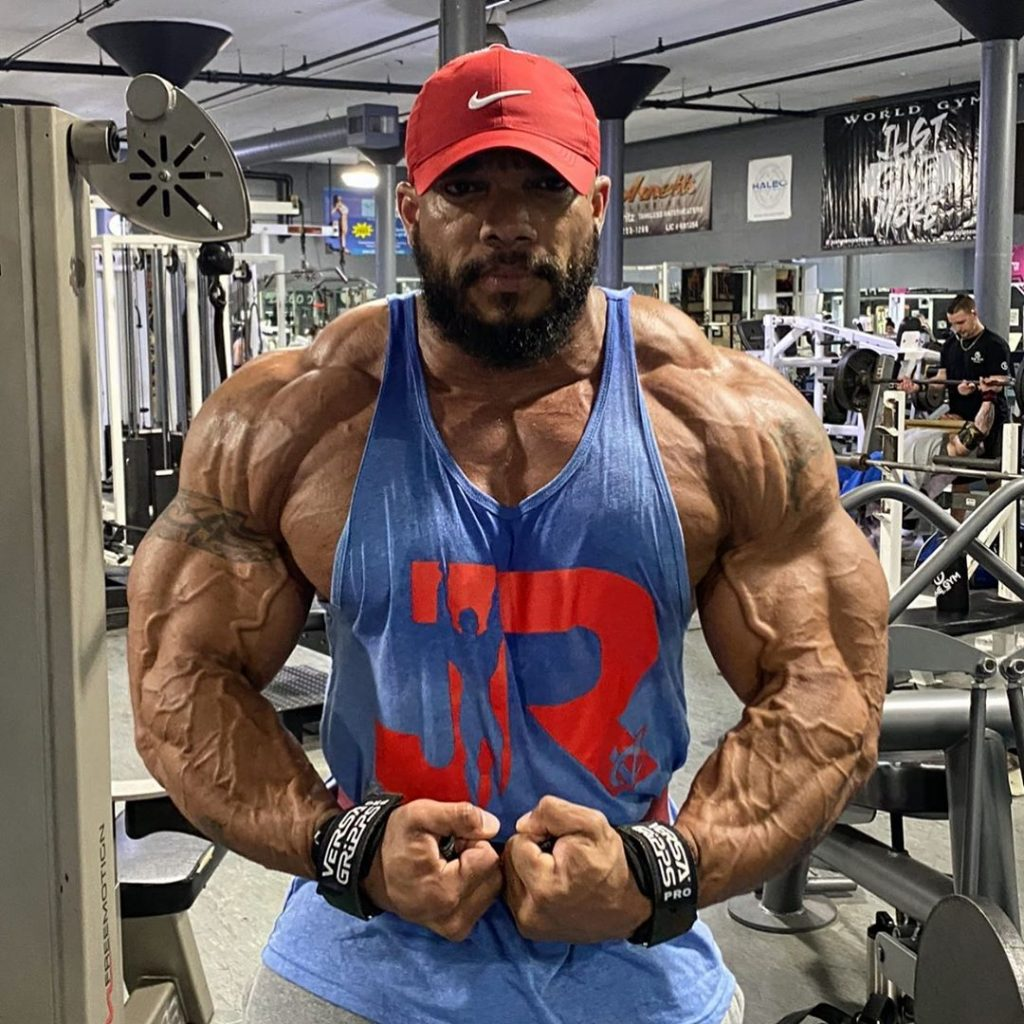 Sergio Oliva Jr Flexing