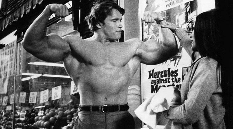 Arnold Schwarzenegger Flexing